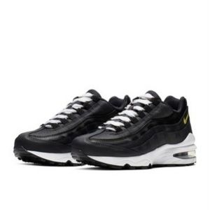 New Size 8.5 Nike Air Max 95 Black Sneakers